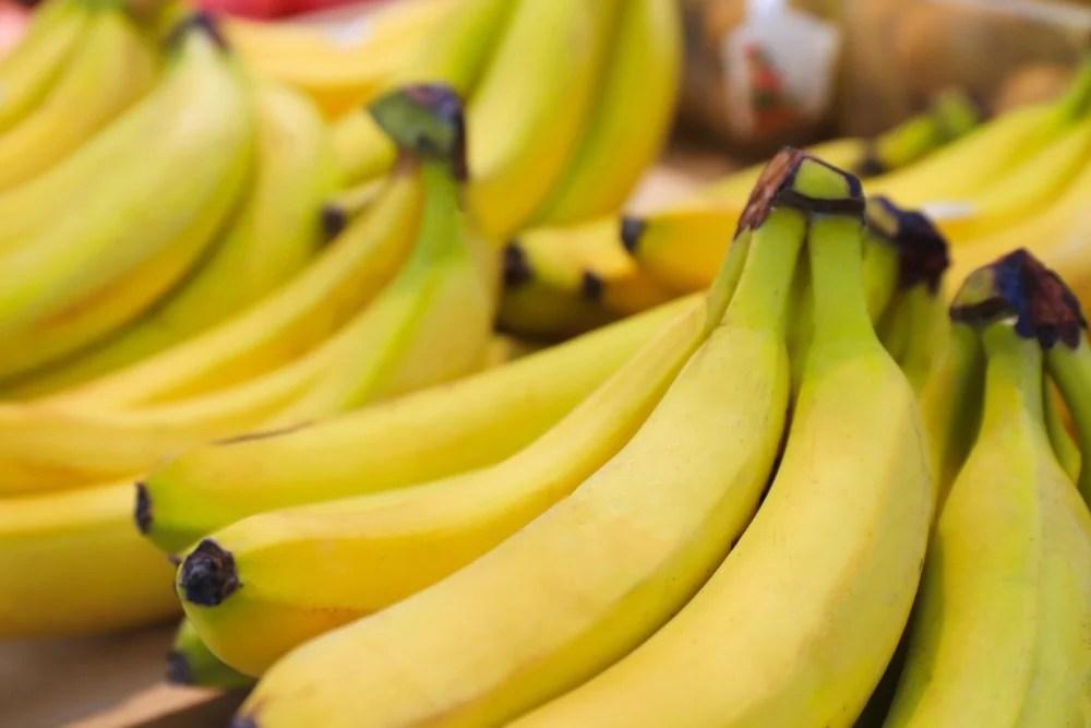 【香蕉保鮮】香蕉買回家很快變黑爛掉?5種香蕉保鮮法延長保存期限 | UrbanLife 健康新態度
