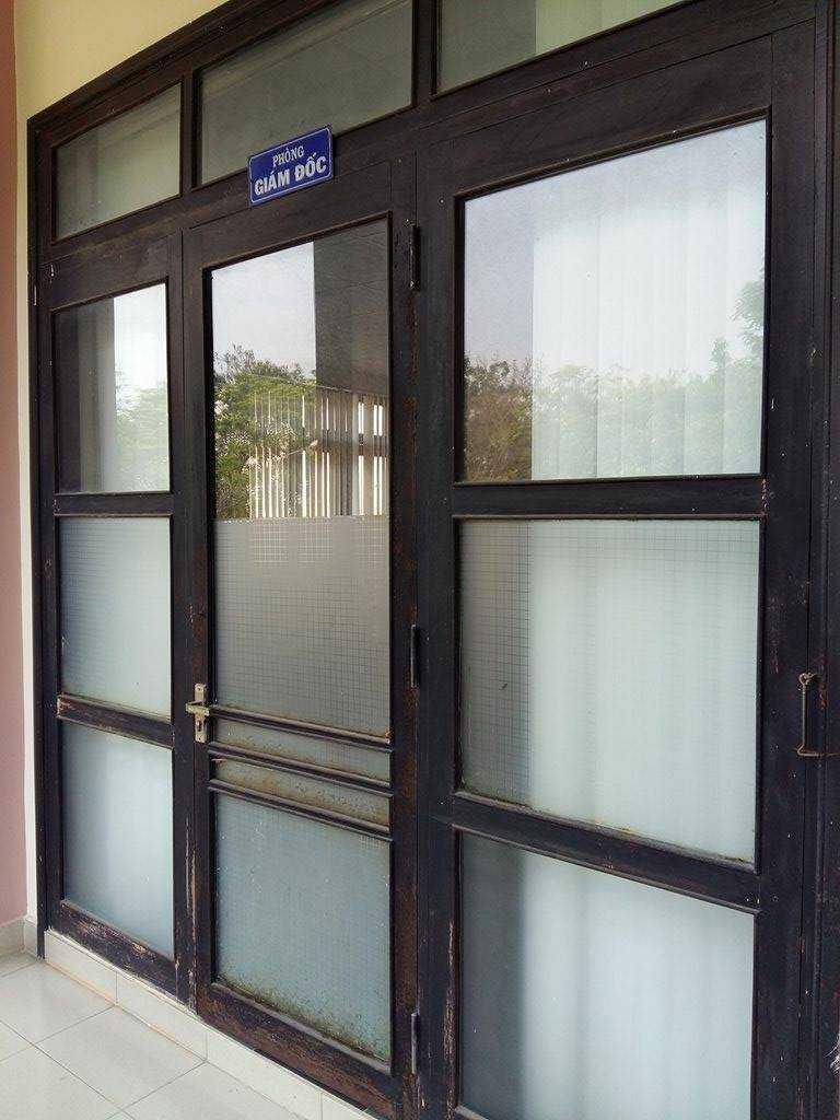 Thời điểm chiều ngày 29/3 dù trong giờ hành chính nhưng vị giám đốc Sở GTVT Thừa Thiên - Huế không có mặt tại nhiệm sở, phòng làm việc khóa chặt.