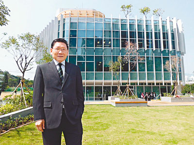 恒管免首年學費 搶8大收錄生 - 香港文匯報