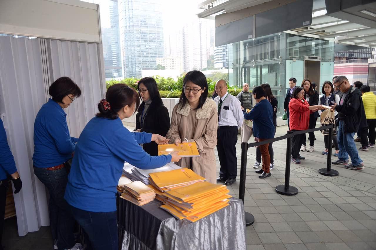 港府「派糖」351億 寬減75%薪俸稅 - 香港文匯網