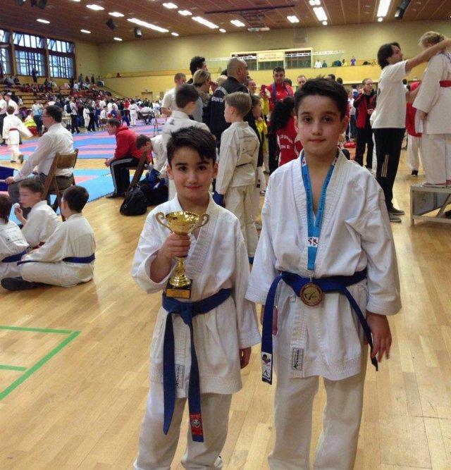Almanya'da düzenlenen 10 yaş altı karate şampiyonası müsabakalarında Yasin Korhan, Berlin şampiyonu olurken, ağabeyi Muhammet Ali Korhan 3'üncü oldu.