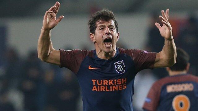 Başakşehir'in kaptanlığını yapan Emre Belözoğlu'nun Fenerbahçe'ye döneceği ve futbolu burada bırakabileceği konuşuluyor.