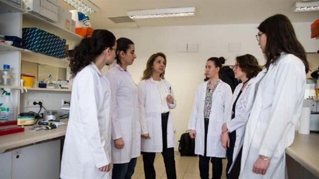 Meme kanseri hastalarında normale göre ne gibi farklı DNA molekülleri bulunduğuna bakıyorlar.