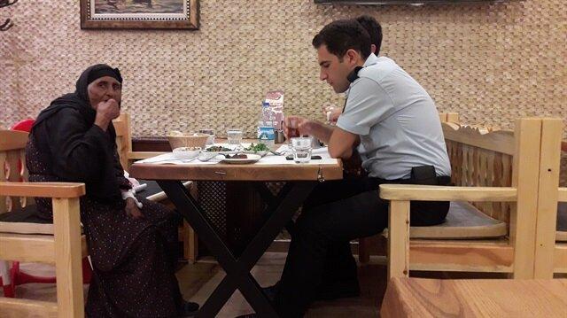 عجوز سورية تضل طريقها فينجدها شرطيّ تركيّ!