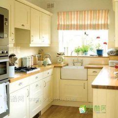 Off White Kitchen Cabinets Home Depot Appliance Packages 如何装饰设计小厨房变得时尚唯美 装酷网 浅色系厨柜 经典的白色是常见的厨柜色调 当然于小户型厨房里使用这类白色厨柜 可具有扩充视觉效果的作用