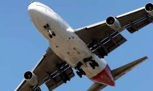 中國機長里飛機事故原因 中國機長經典語錄 中國機長作文素材 - 九月娛樂網