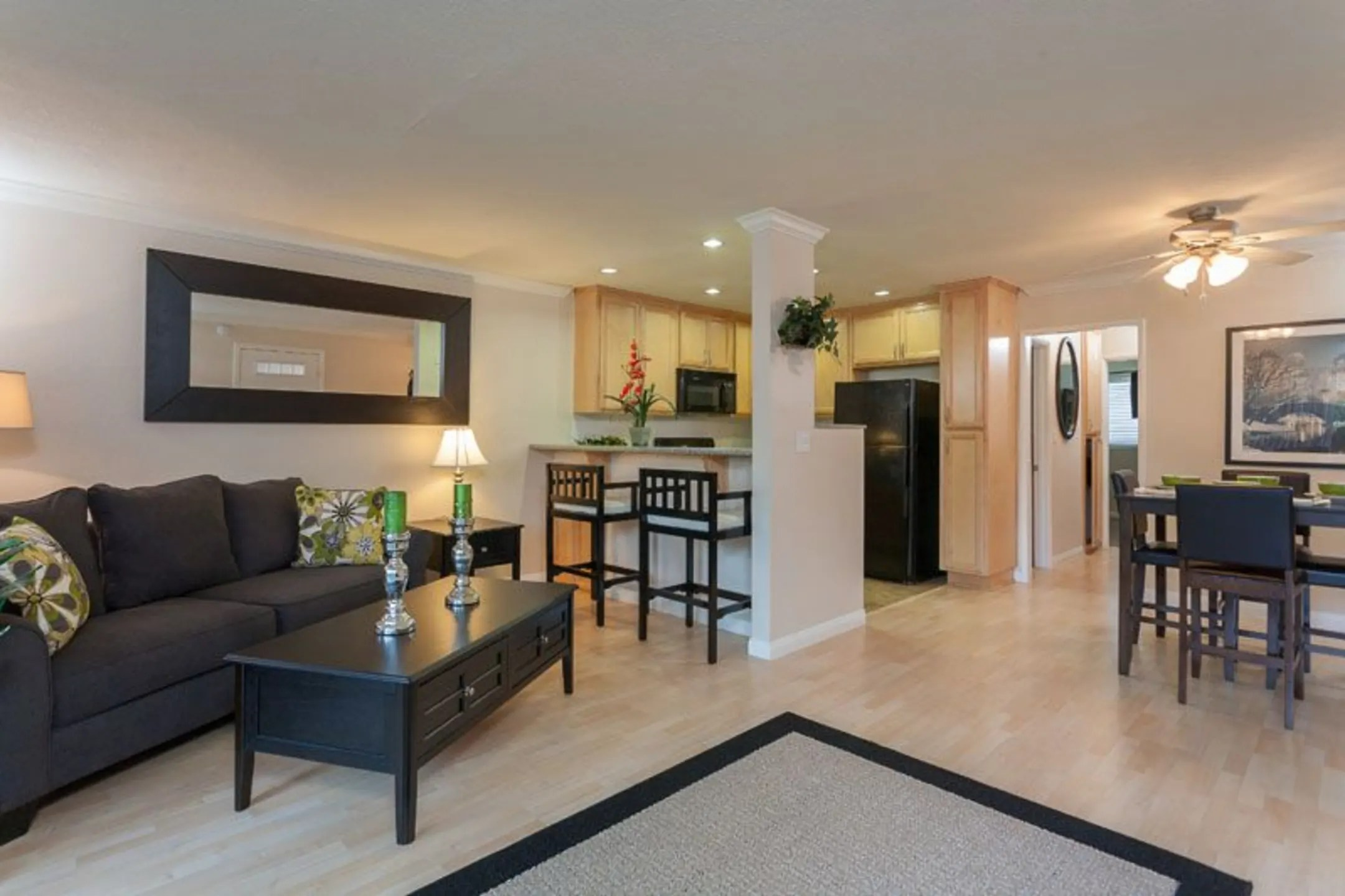 Summer Crest Apartments  Anaheim CA 92804