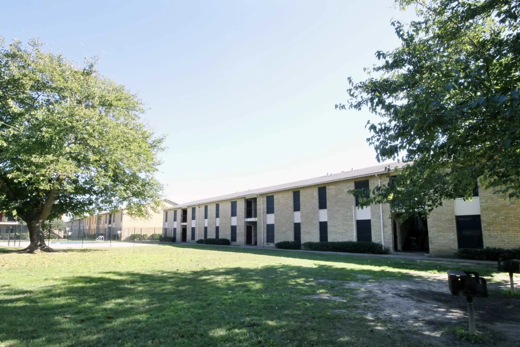 Woodside Apartments  Dallas TX 75253