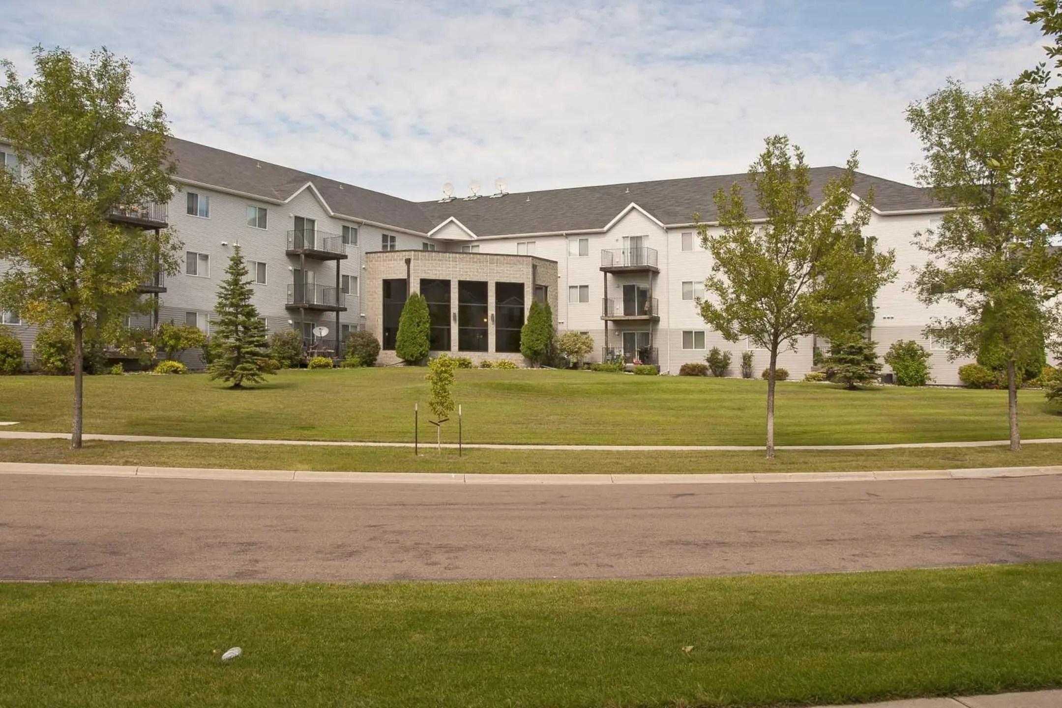 Dakota Park Apartments  Fargo ND 58104