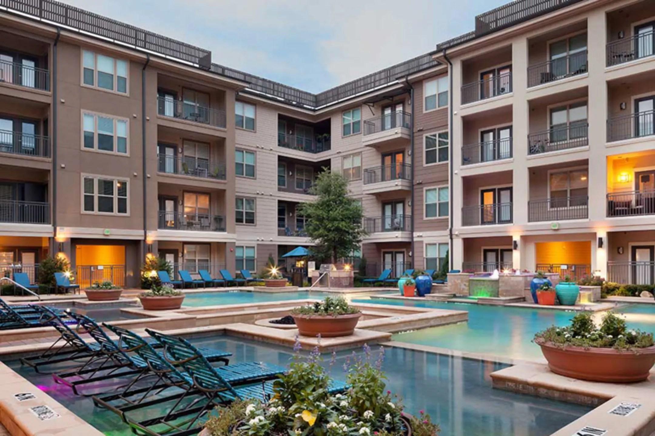 Amli On Maple Apartments  Dallas, Tx 75235