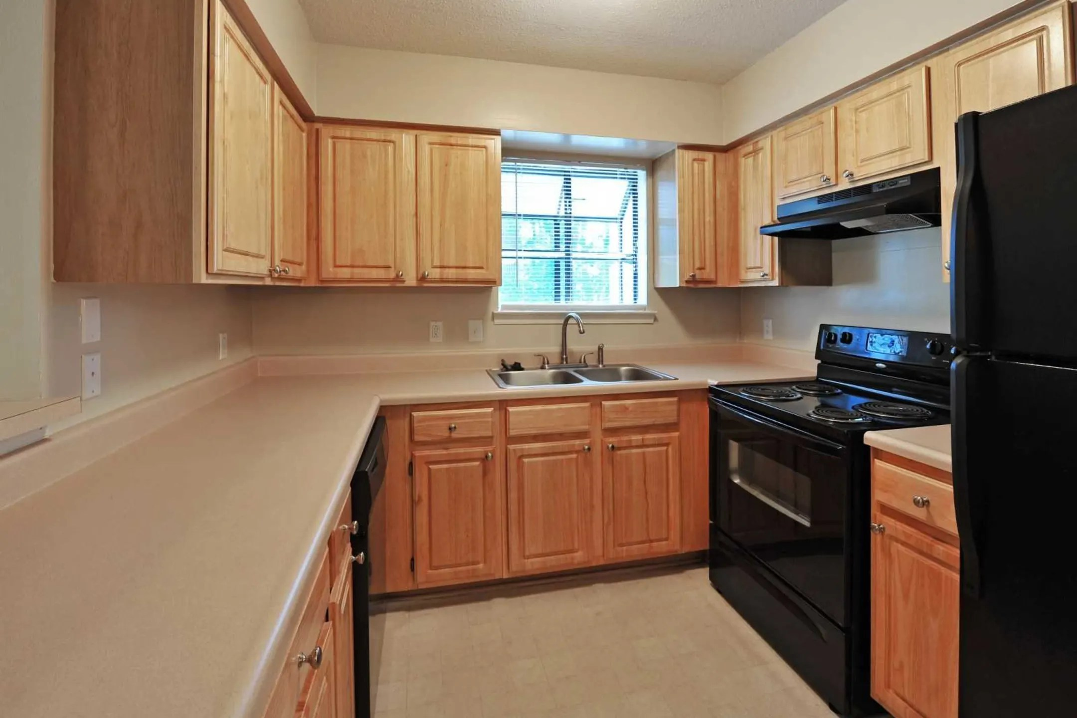 Forest Lake At Oyster Point Apartments  Newport News VA 23606