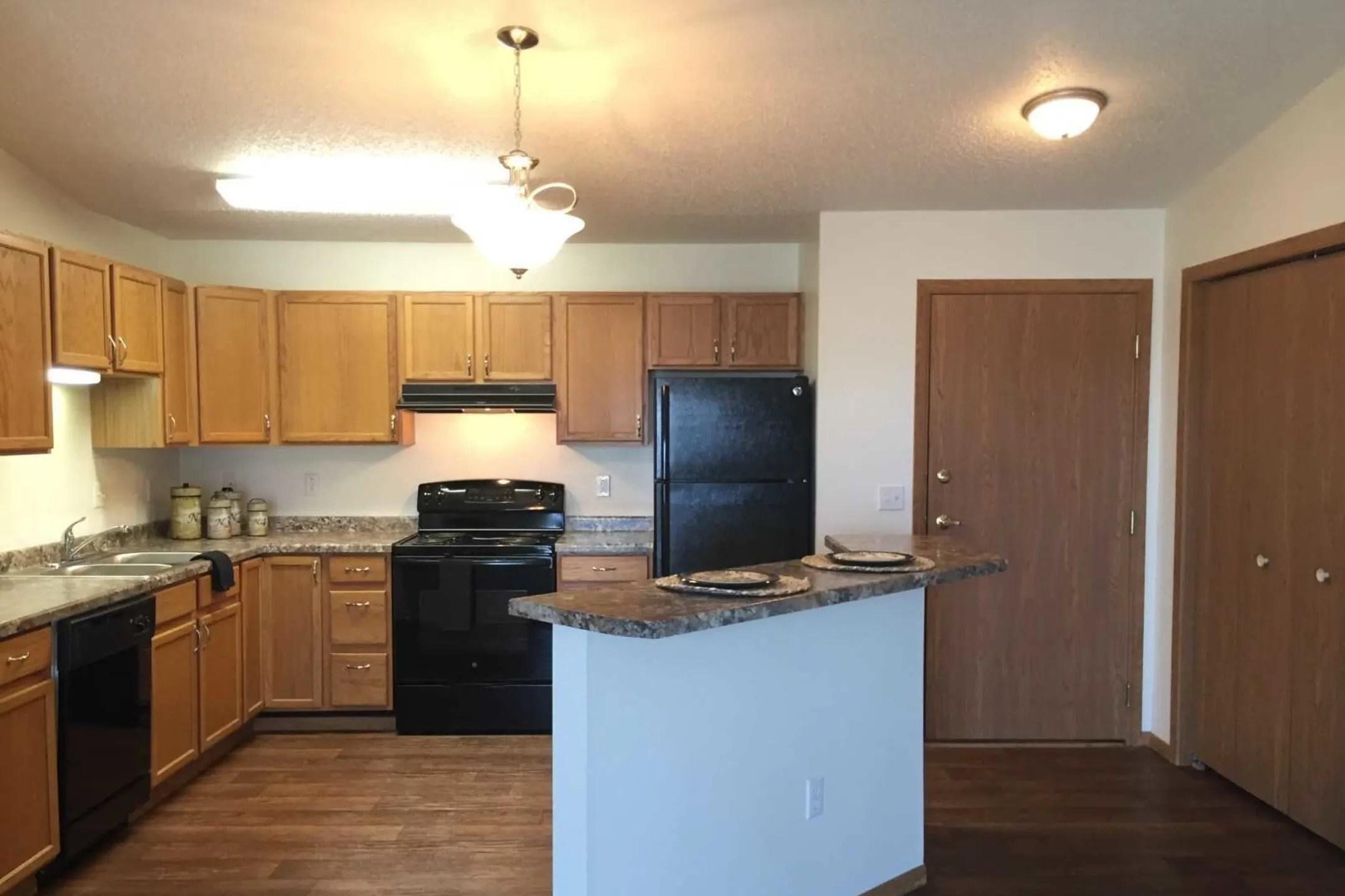 Danbury Apartments  Fargo ND 58103