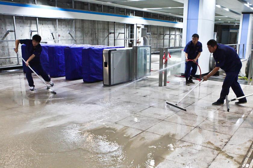 上海地鐵8號線車站遭遇水淹_圖片頻道_財新網