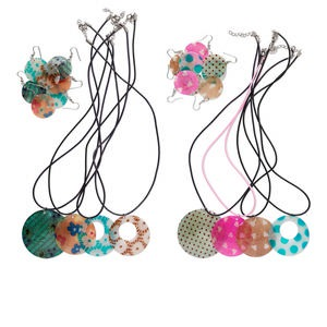 Necklace Earring Mix, Shell Rubber Cord, Multicolored, 17-1/2 Inches Nickel-finished Lobster Claw Clasp 1-1/2 Inch Extender Chain. Sold Per Pkg 4 Sets
