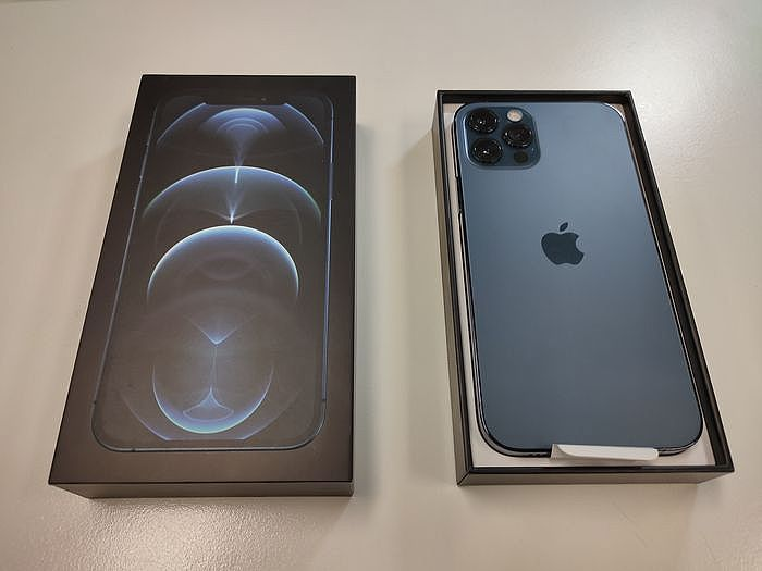 iPhone 12 Pro 太平洋藍