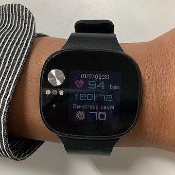 世界首款可量血壓的智慧手錶