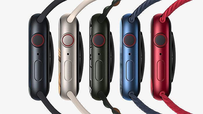 午夜色、星光色、綠色、全新藍色與 (PRODUCT)RED 顏色的 Apple Watch Series 7 系列。