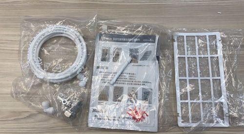 圖左為安裝用的水線以及分流器;圖中為集中管;圖右是後部空氣除塵濾網