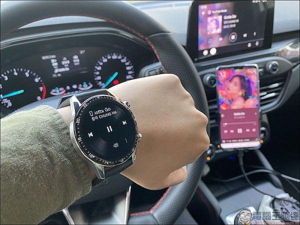 在開車期間切換當下手機播放的歌曲