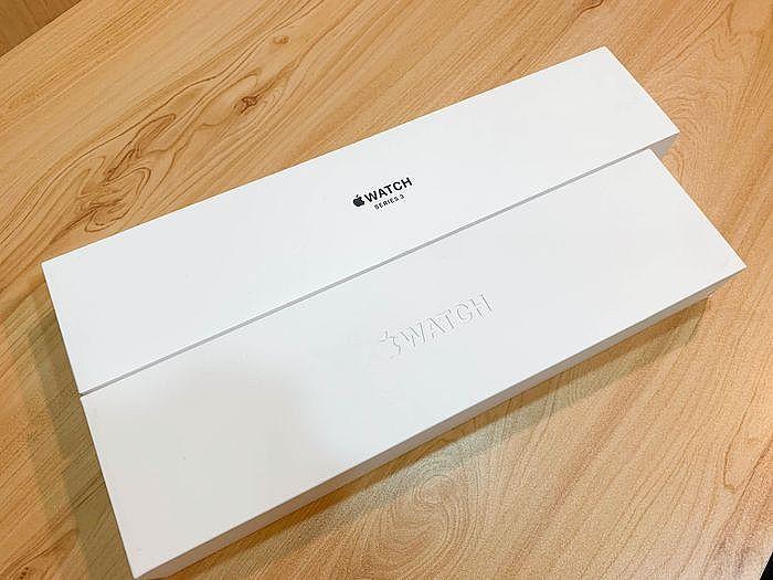 Apple Watch S3 與 Apple Watch S6 外盒比較