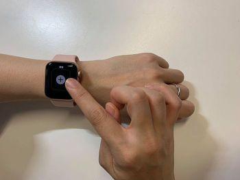 即可左右滑動選擇錶面,也能自由新增喜愛的錶面