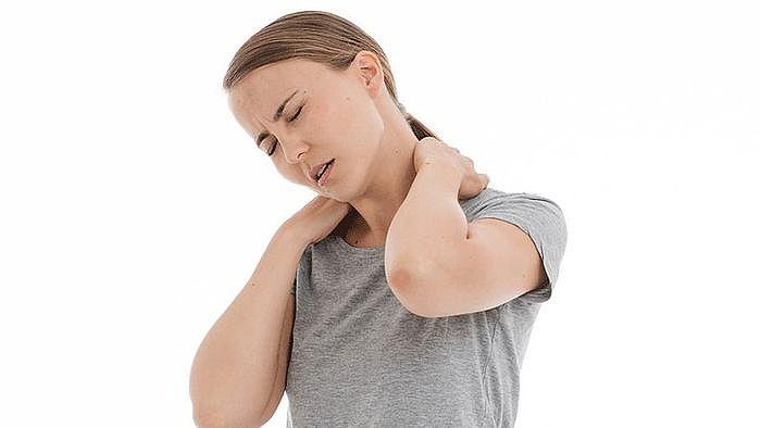 頸部按摩器推薦與挑選,方便攜帶的按摩家電,無時無刻都能放鬆