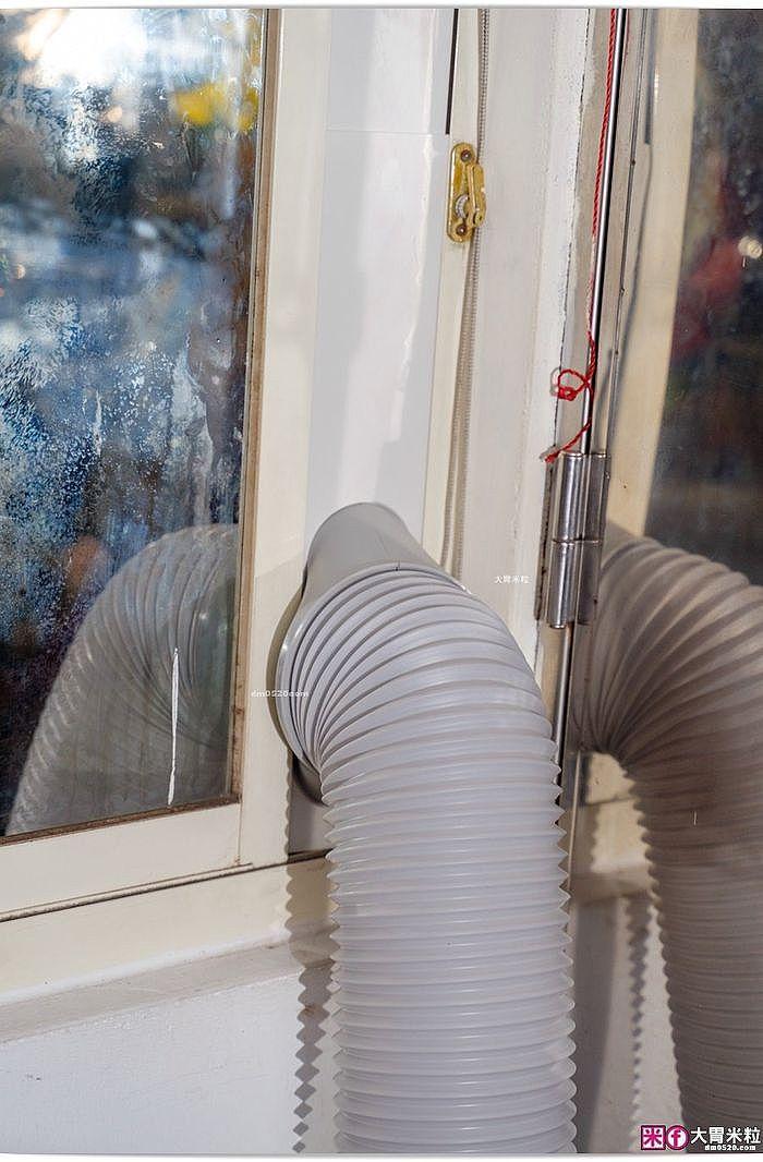 搭配窗隔板與排風管,吹冷氣的熱風可從窗戶排出,室內立刻好涼快