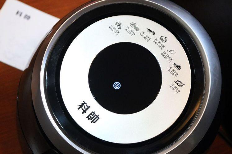 觸控面板上有七大食譜的烹調時間與溫度