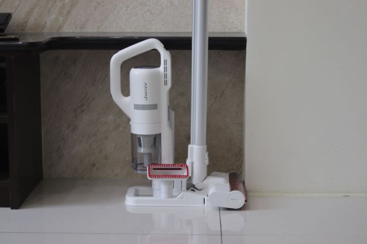 JWAY 塵螨吸塵器還有搭配一個儲放架
