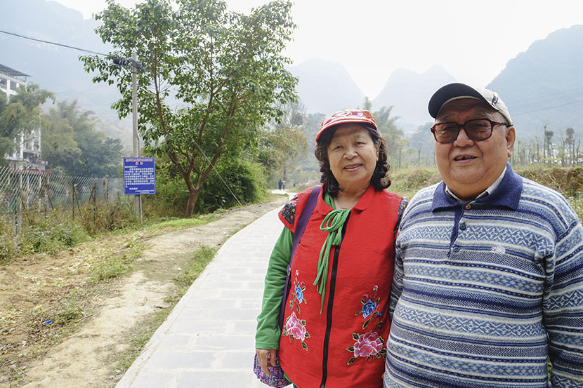 Zhang Yufeng and her husband pose for a photo in Bama County, Guangxi Zhuang Autonomous Region, Feb. 1, 2017. Fan Yiying/Sixth Tone