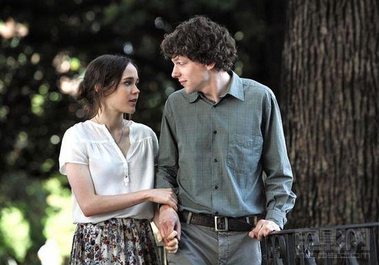 《愛在羅馬》首發預告 艾森伯格愛上女友閨蜜_好萊塢_電影網_1905.com