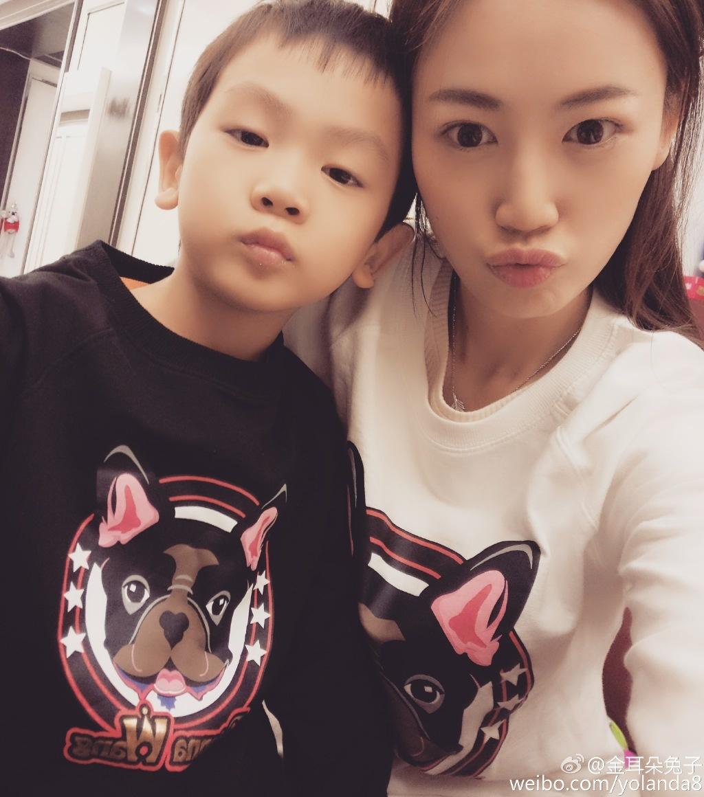 王寶強嬌妻為4歲女兒慶生 兒子為妹妹拉小提琴_華語制造_圖集_電影網_1905.com