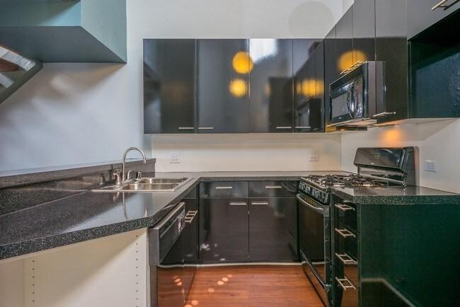 Monarch  Reseda CA  Apartment Finder