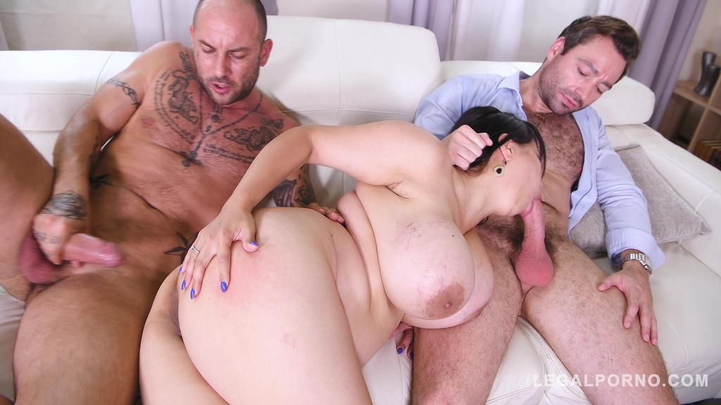 Voluptuous busty bombshell Tigerr Benson sucks & fucks two massive cocks GP208