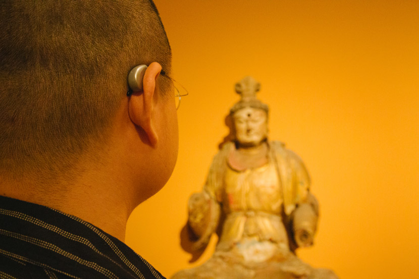 Liu Fang admires his favorite Buddha statue at the Palace Museum in Beijing, Sept. 18, 2018. Wu Huiyuan/Sixth Tone