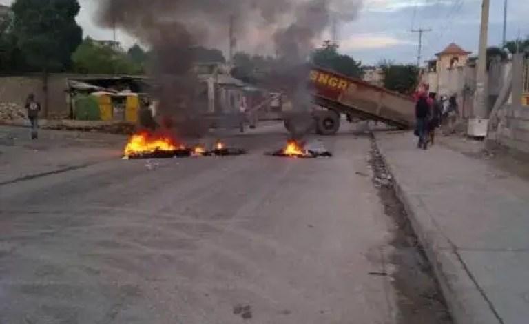 Blocage de l'autoroute de Delmas, au niveau de Delmas 30 - Evelyne Sincère