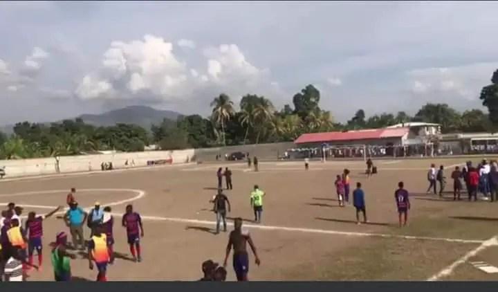 Lafinaledu Championnat de Première Division entreArcahaieFC et VioletteAthléticClub tourne au vinaigre. - Arcahaie