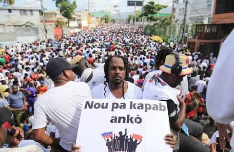 Haïti : Participation de « Izolan » à une manifestation contre la dictature - Haïti, Izolan, Manifestation
