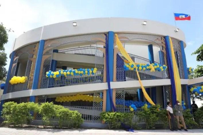 Inauguration du nouveau bâtiment de la douane de l'aéroport de Port-au-Prince, Jovenel Moïse encourage l'augmentation des recettes -