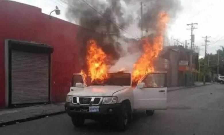 Tension au Champ de Mars : un véhicule de service de l'Etat incendié -