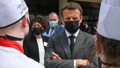 France: Le président Emmanuel Macron giflé par un jeune homme - International
