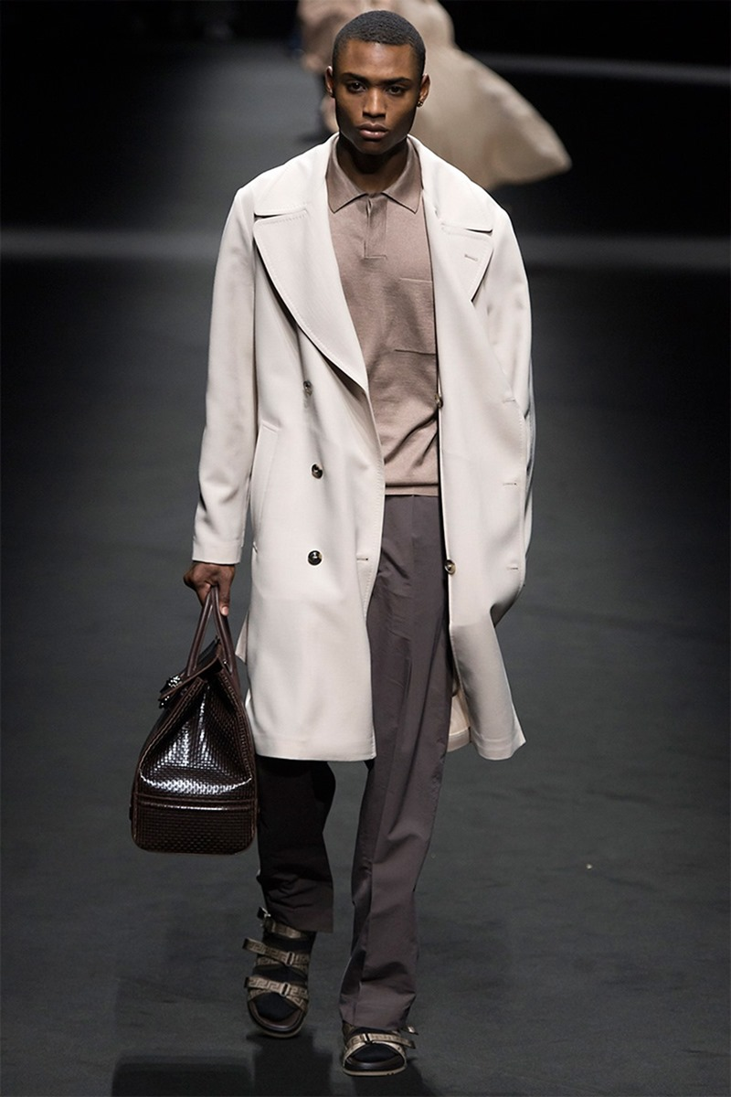 MILAN FASHION WEEK Versace Spring 2017. www.imageamplified.com, Image Amplified (17)