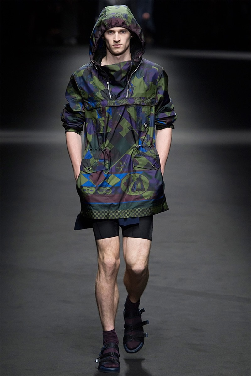 MILAN FASHION WEEK Versace Spring 2017. www.imageamplified.com, Image Amplified (4)