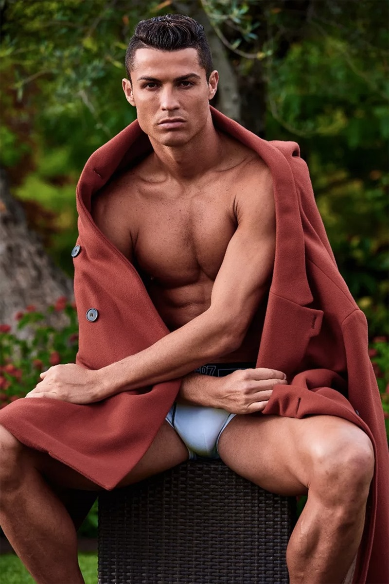 DSECTION MAGAZINE Cristiano Ronaldo by Philippe Vogelenzang. Nelly Goncalves, Fall 2016, www.imageamplified.com, image Amplified (6)