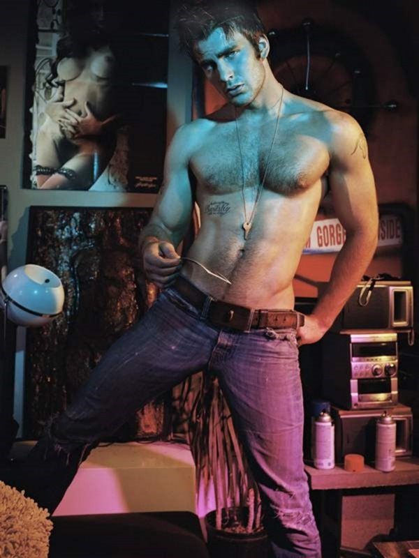 FLAUNT MAGAZINE Chris Evans by Tony Duran. 2004, www.imageamplified.com, image Amplified1