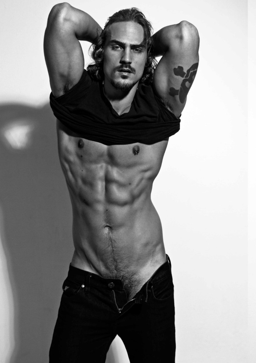 MASCULINE DOSAGE Gustavo Krier by Sandy Lang. January 2017, www.imageamplified.com, Image amplified4