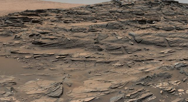 Vista from Curiosity Shows Crossbedded Martian Sandstone