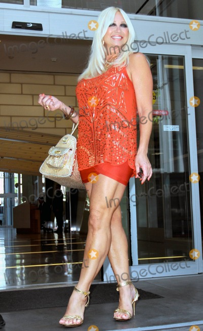 Iphone Wallpaper Official Photos And Pictures Linda Hogan Smiles For The Cameras
