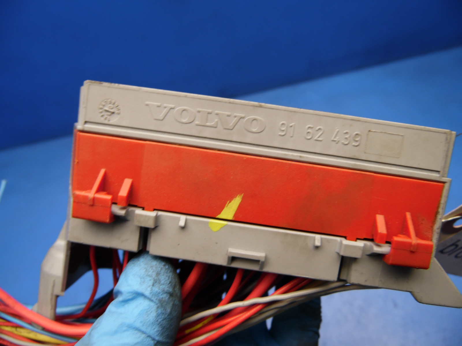 hight resolution of 99 03 volvo s80 oem front left side fuse box w fuses relays 91 62 439 flaw