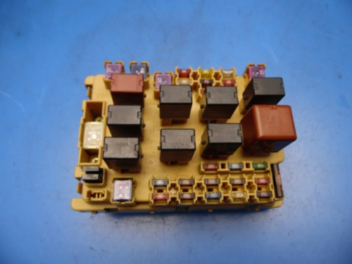 small resolution of 00 05 toyota celica oem front left side in dash fuse box with fuses